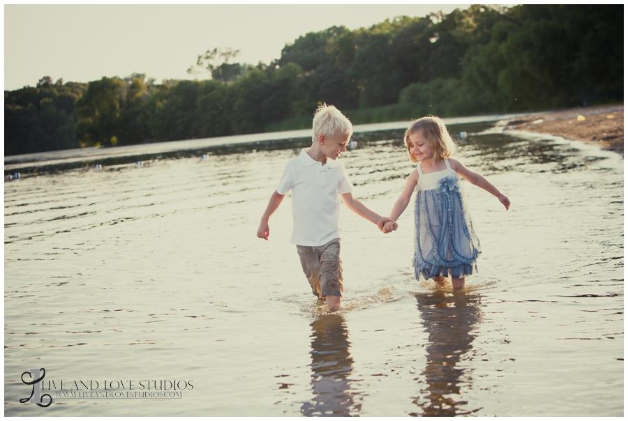 05-minneapolis-st-paul-minnesota-family-sibling-beach-photographer