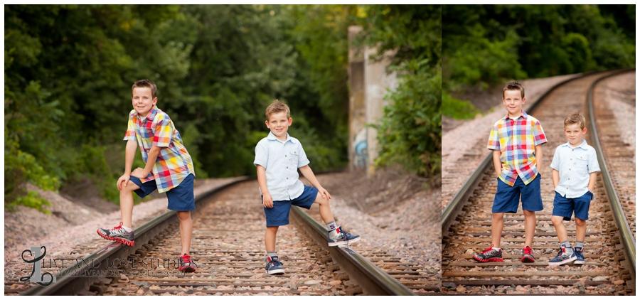 06-minneapolis-st-paul-minnesota-family-sibling-brothers-photographer-railroad-tracks