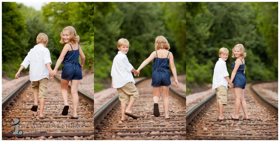 06-minneapolis-st-paul-minnesota-family-siblings-photography-railroad-tracks
