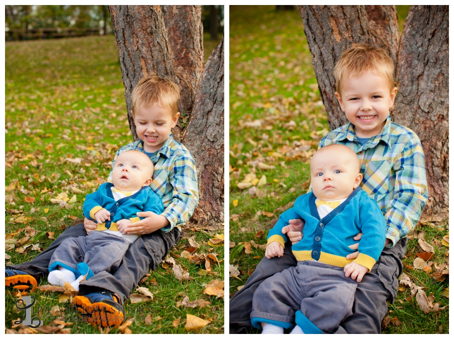04-French-Park-Minneapolis-MN-Family-Fall-Photography-brothers-siblings