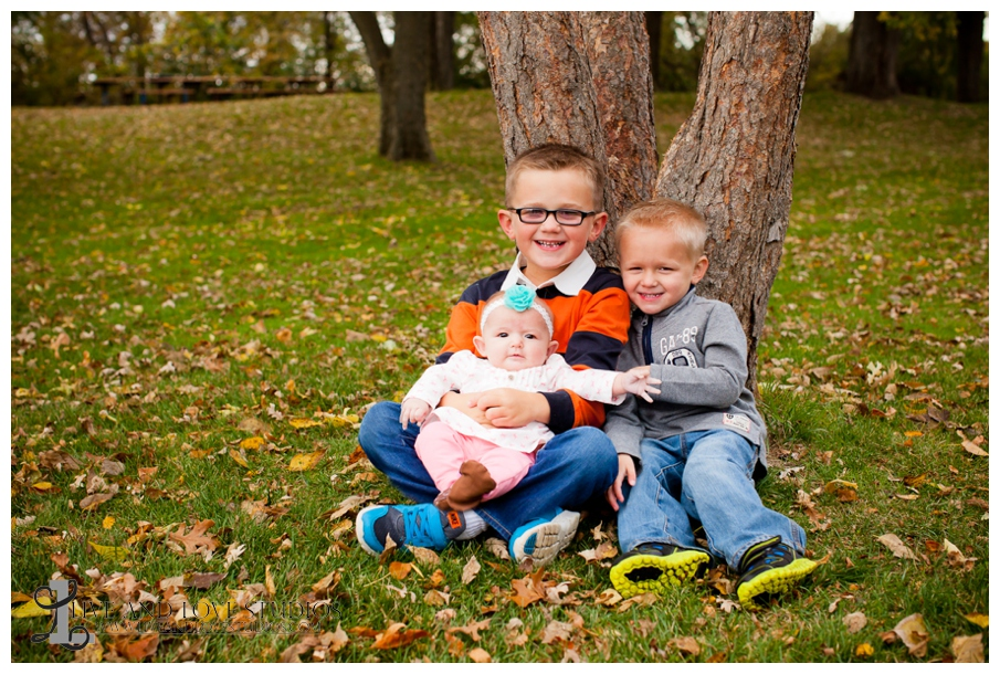 06-French-Park-Minneapolis-MN-Family-Siblings-Fall-Photography