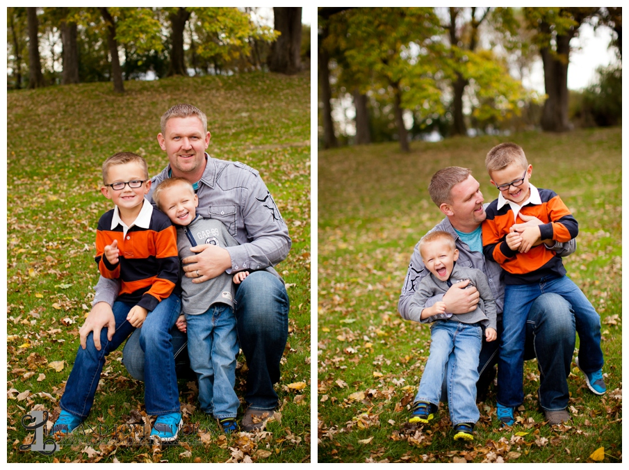 07-French-Park-Minneapolis-MN-Family-Fall-Photography-Dad-with-sons