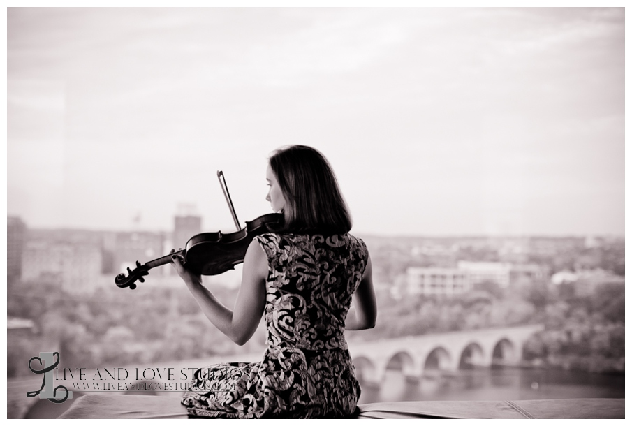 09-minneapolis-st-paul-mn-high-school-senior-urban-photography-violin-skyline
