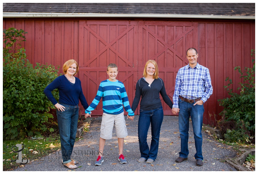 Minneapolis St. Paul MN Family Photography in front of a barn | Live and Love Studios
