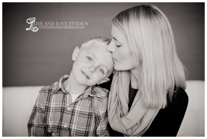 04-minneapolis-st-paul-studio-child-and-family-photography-mother-with-son