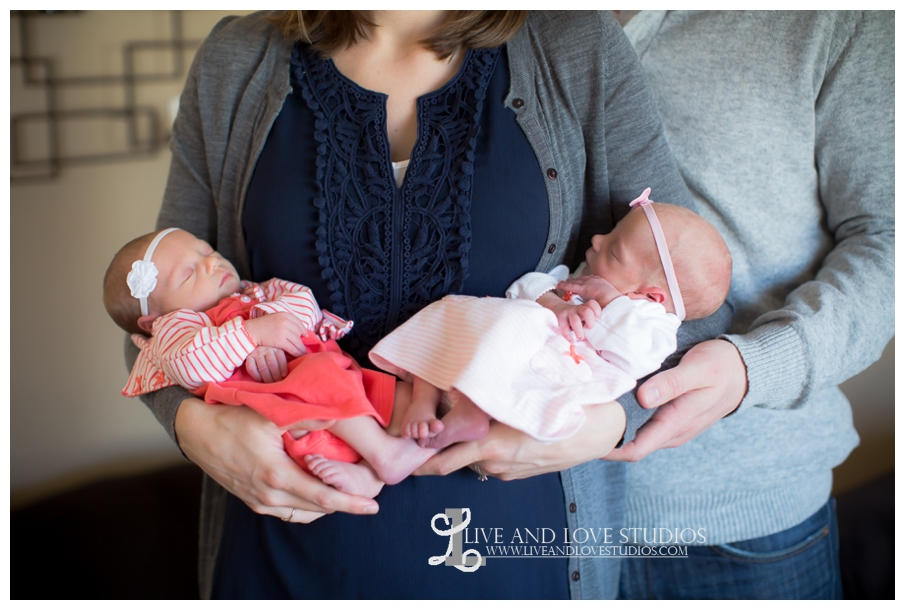 06-minneapolis-st-paul-newborn-lifestyle-photographer-twin-girls