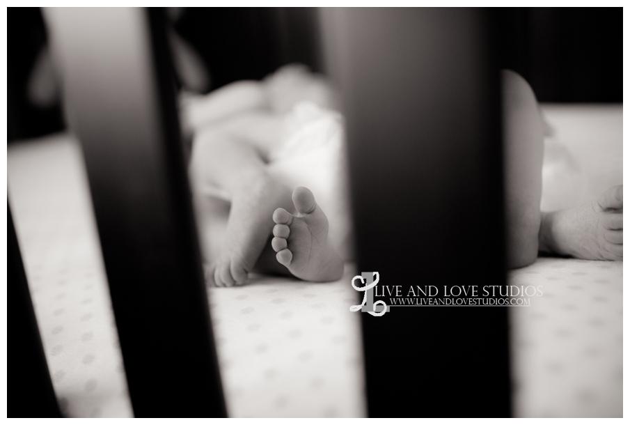 08-minneapolis-st-paul-newborn-lifestyle-photographer-feet