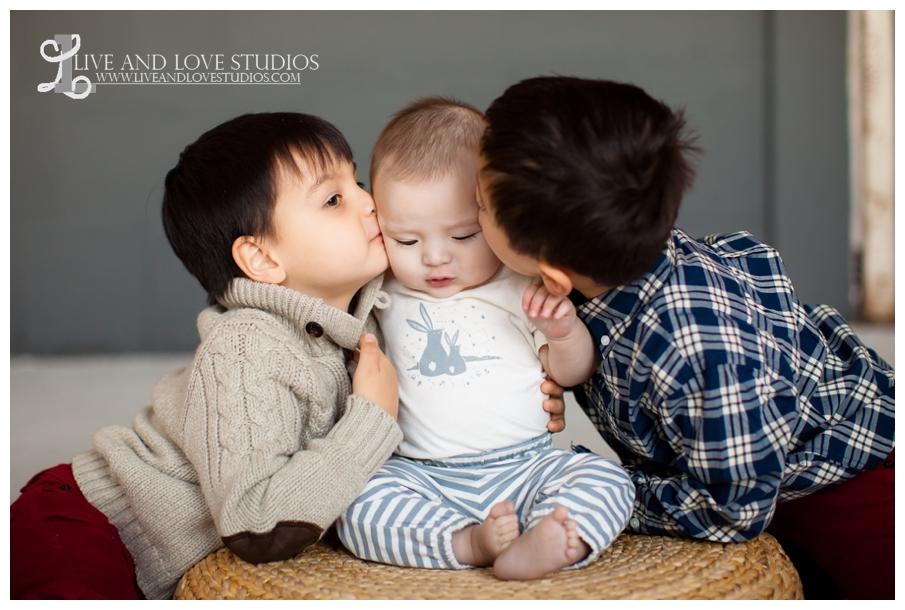 09-minneapolis-st-paul-family-studio-photography-brothers