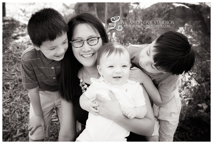 Minneapolis-St-Paul-MN-Natural-Light-Family-Mother-with-Sons-Photography_0002.jpg