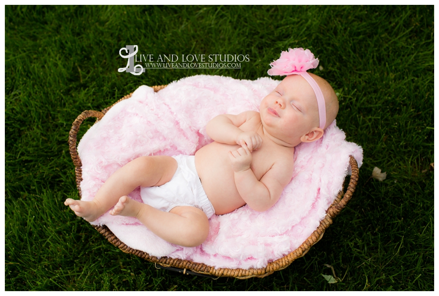 Minneapolis-St-Paul-MN-Natural-Light-Infant-in-a-basket-Photography_0019.jpg