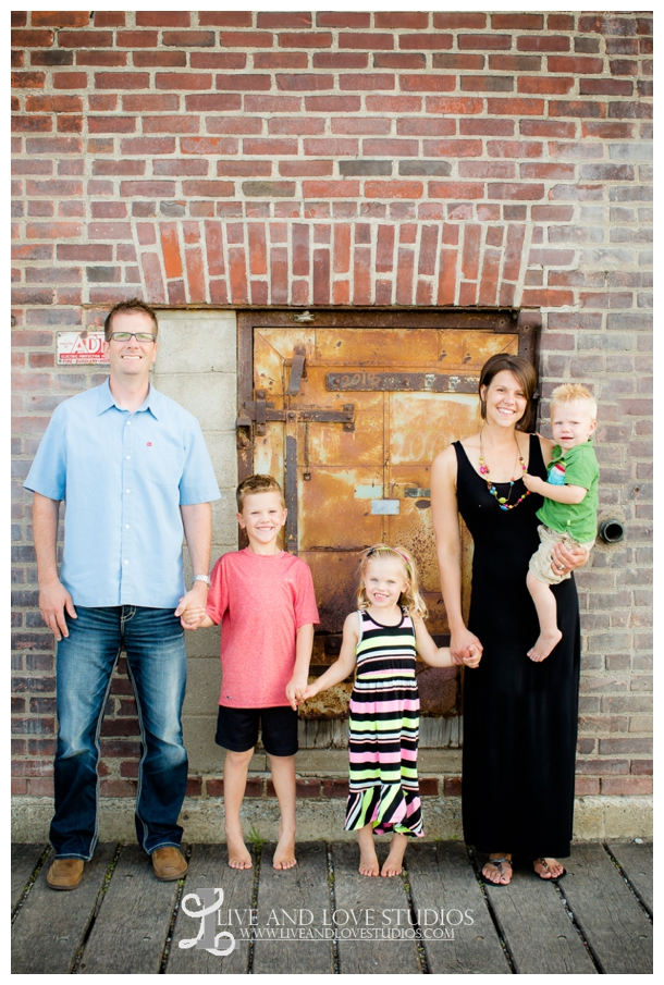 Minneapolis-St-Paul-MN-Natural-Light-Urban-Family-Photographer_0021.jpg