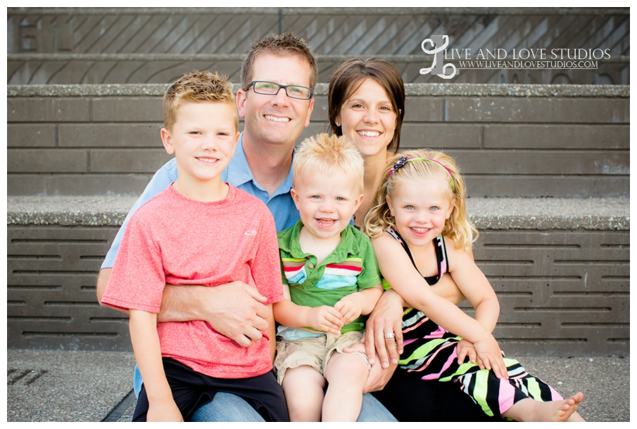 Minneapolis-St-Paul-MN-Natural-Light-Urban-Family-Photography_0018.jpg