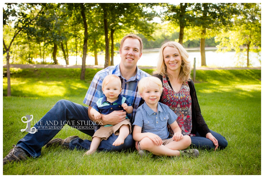 Minneapolis-St-Paul-MN-Child-and-Family-Photographer-brothers-park_0001.jpg
