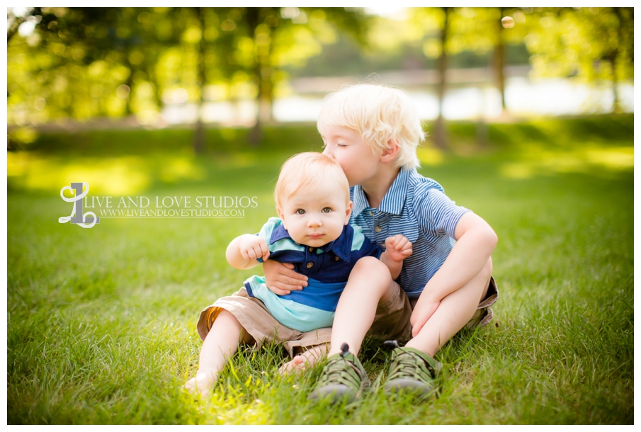 Minneapolis-St-Paul-MN-Child-and-Family-Photographer-brothers-park_0003.jpg