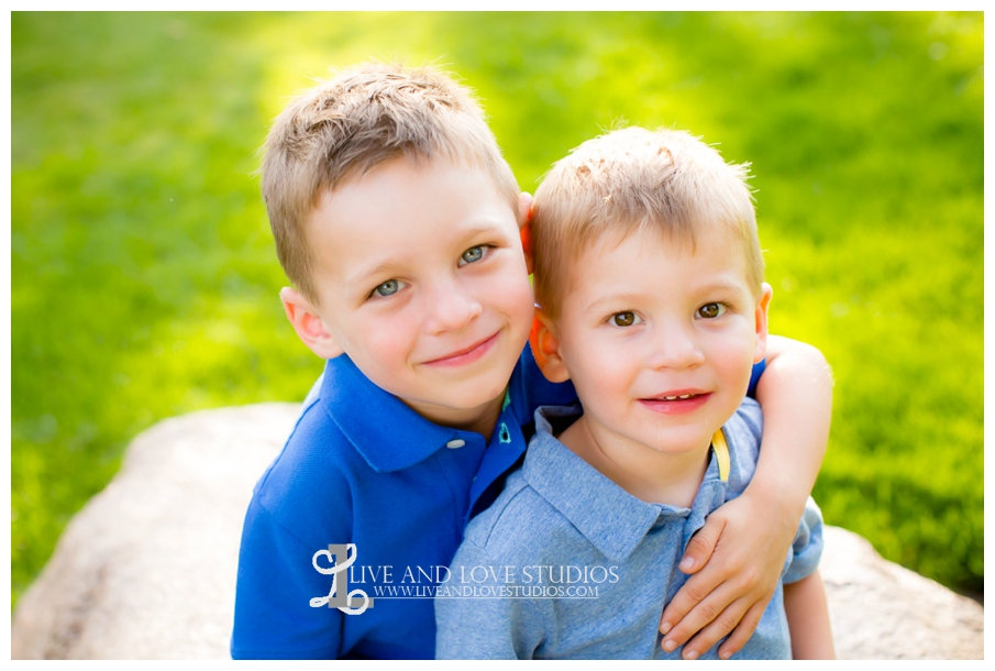 Minneapolis-St-Paul-MN-Child-and-Family-Photographer-brothers-park_0009.jpg