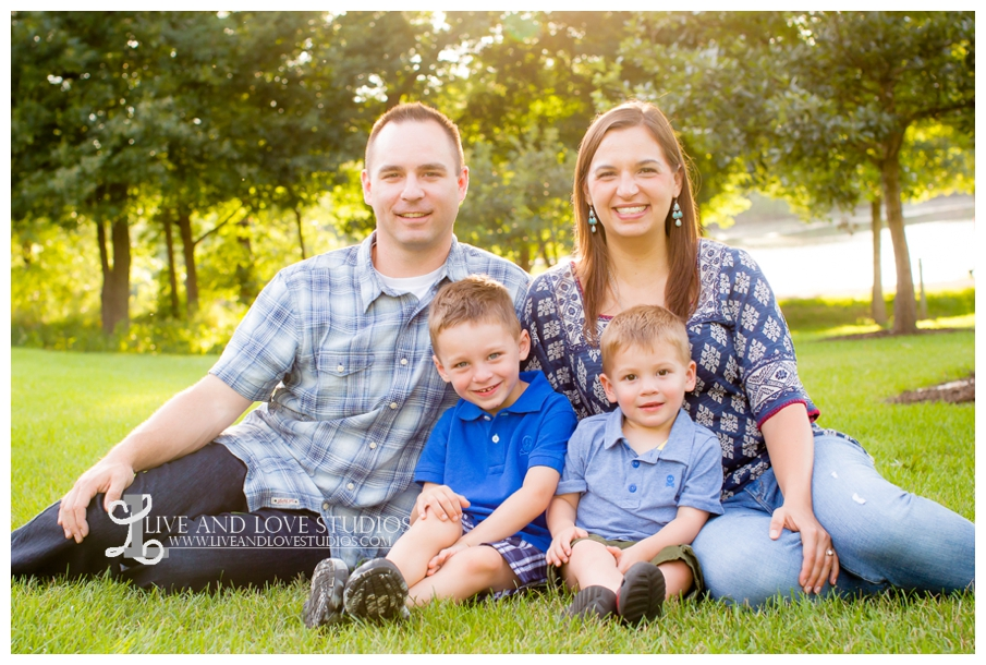 Minneapolis-St-Paul-MN-Child-and-Family-Photographer-brothers-park_0010.jpg
