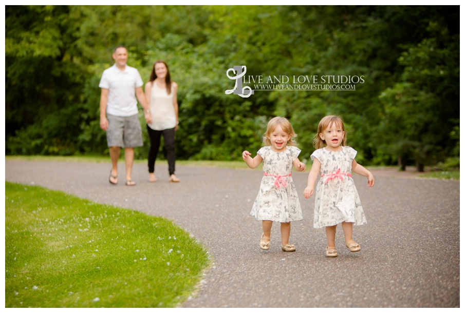 Plymouth-MN-Child-Family-twin-girls-Photography_0012.jpg