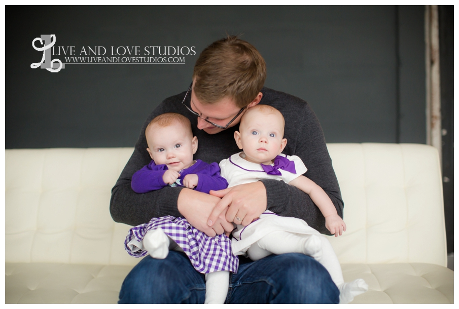 Minneapolis-St-Paul-MN-Family-Infant-Studio-Photographer-twin-girls_0004.jpg