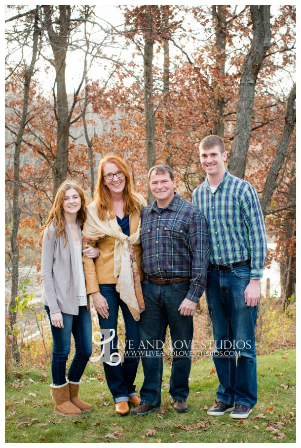 St-Paul-Eagan-MN-Family-Photographer-park-fall-colors_0001.jpg