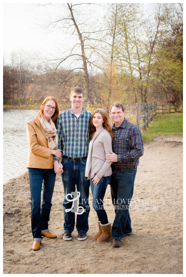 St-Paul-Eagan-MN-Family-Photographer-park-fall-colors_0007.jpg