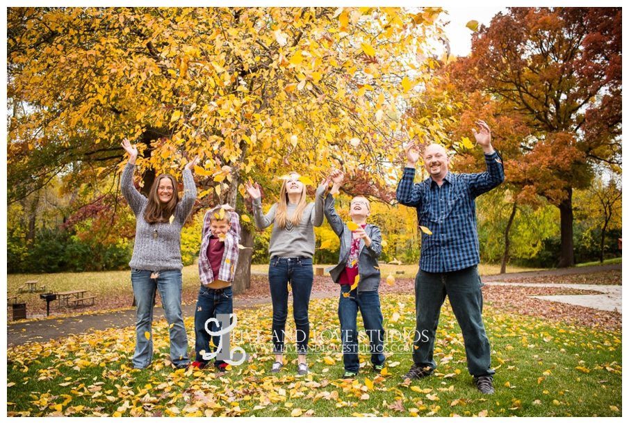 St-Paul-MN-Family-Child-Photography-fall-colors_0027.jpg
