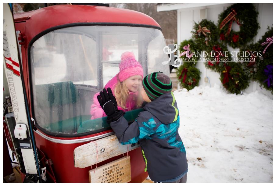 St-Paul-Minneapolis-Lake-Elmo-MN-Family-Winter-Tree-Farm-Photography_0007.jpg