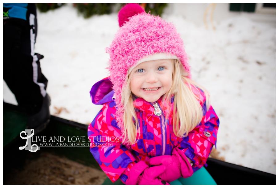 St-Paul-Minneapolis-Lake-Elmo-MN-Family-Winter-Tree-Farm-Photography_0008.jpg