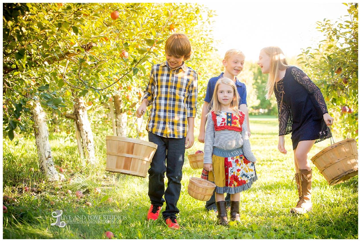 lakeville-mn-apple-orchard-family-photographer_0075.jpg