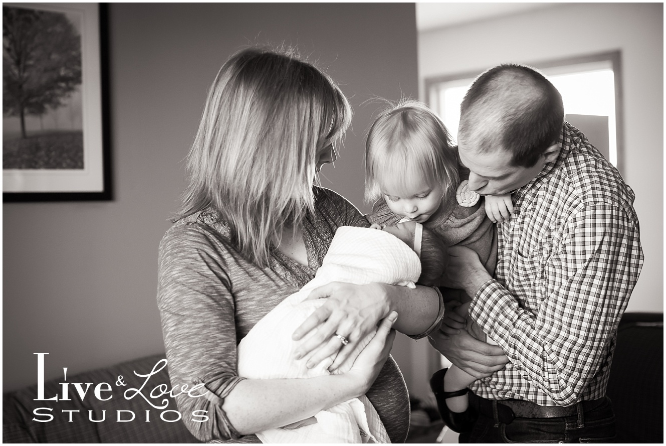 shakopee-mn-newborn-child-lifestyle-family-photographer_0019.jpg